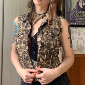 Iris Camouflage Spiked Cropped Distressed Vest Sm